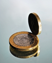 A two pound and one pound coin